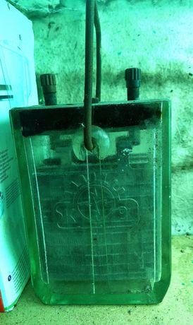 szklany zabytkowy akumulator z czasów wojny