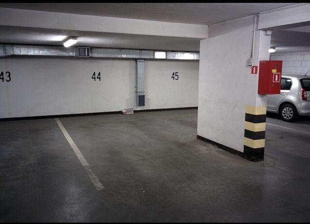Miejsce w hali garażowej