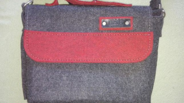 Torba filcowa szara z czerwonymi wstawkami