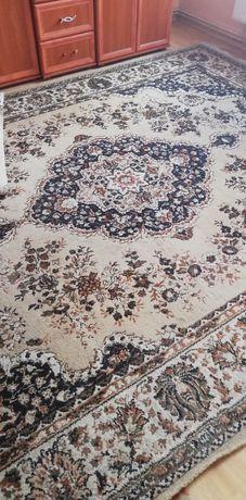 Stary duży dywan