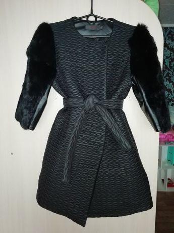 Продам пальто осень - весна, 3/4 рукав, с руковичками.