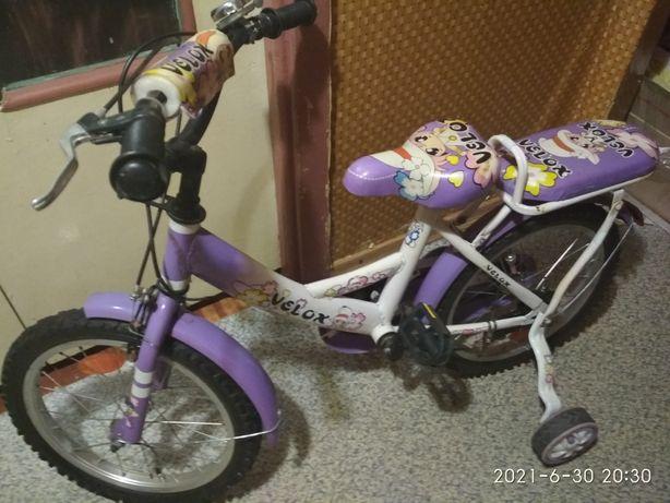 Велосипед двухколёсный с дополнительными колёсами