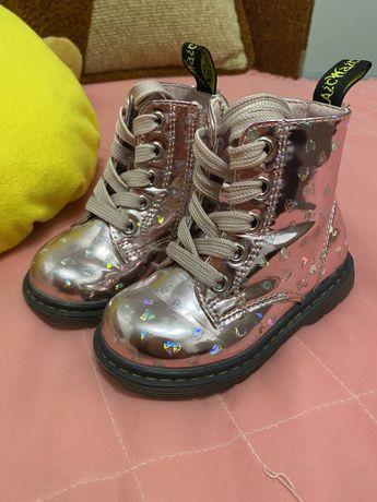 Продам осіннє взуття на дівчинку 21 розмір ( устілка 13см)
