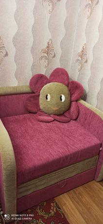 Дитяче ліжко-крісло для дівчинки