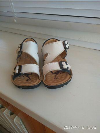 Продам сандалі для дівчинки