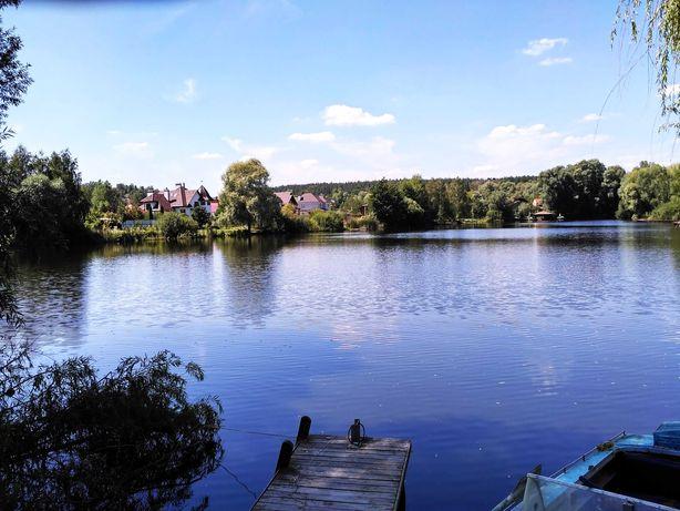 Дом в Стоянке на 12 сотках -1 км. от Киева, рядом с красивым озером