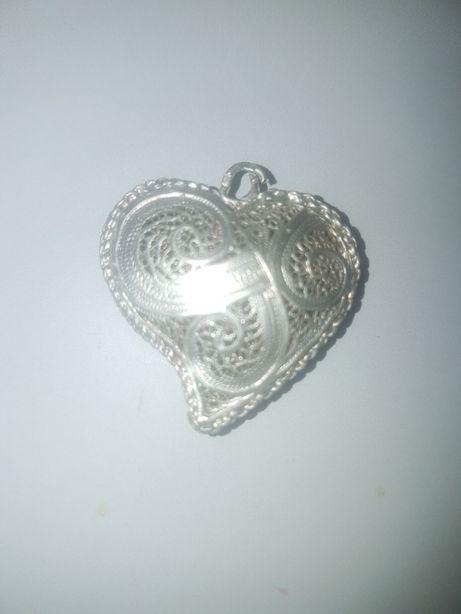 Coração de Viena em filigrana em prata com contraste