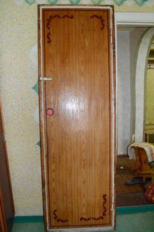 Двери демонтированные с ванной и туалета