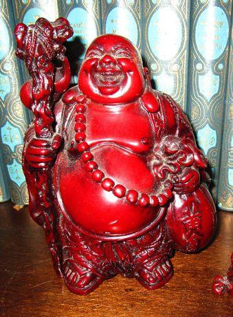 Buda em resina vermelha