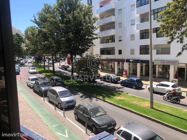 Apartamento T2, situado no centro de Quarteira, Algarve