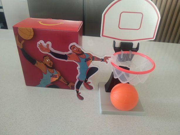 LeBron James - cesto com bola