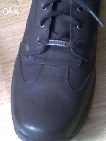 Sapatos pretos em cabedal da Gore-tex