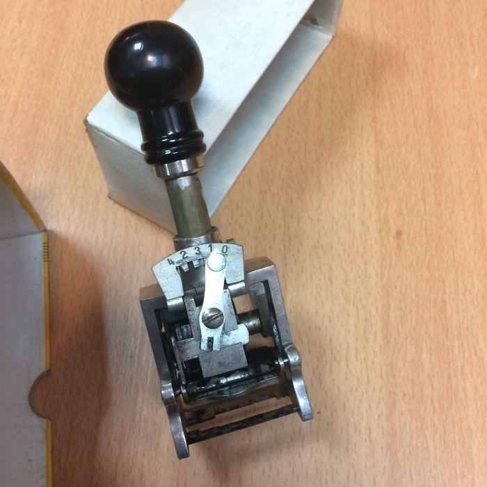 Numerador antigo metálico de sequencial automática Paranhos - imagem 1