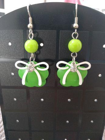 Kolczyki wiszące zielone z kokardką