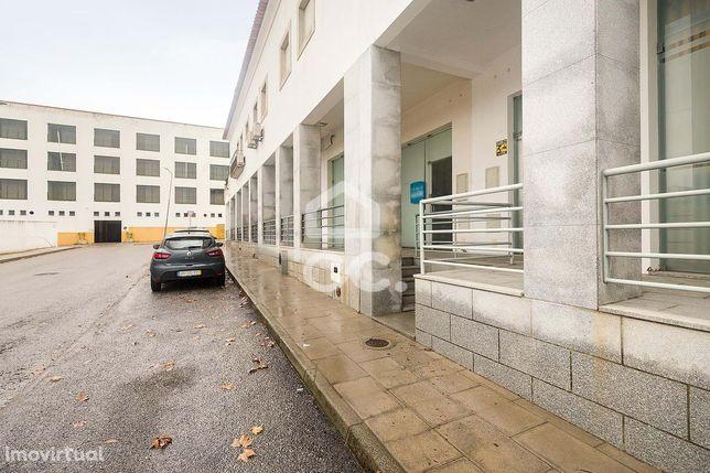 Espaço comercial com estacionamento | Évora (IROMA)