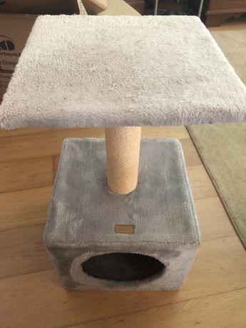 Torre para gato com ninho