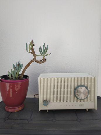 Rádio Antigo da marca RCA Victor Co. Inc. modelo RFA 11V