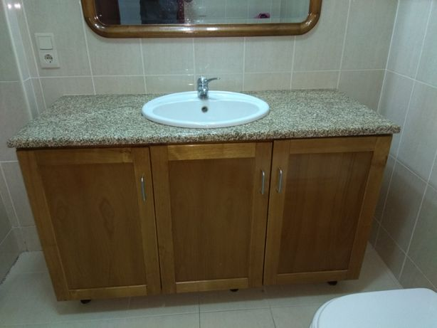 OPORTUNIDADE Móvel WC com lavatório, torneira e pedra granito