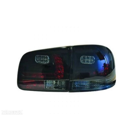 FAROLINS TRASEIROS LED VW TOUAREG 02-10 PRETO ESCURECIDO
