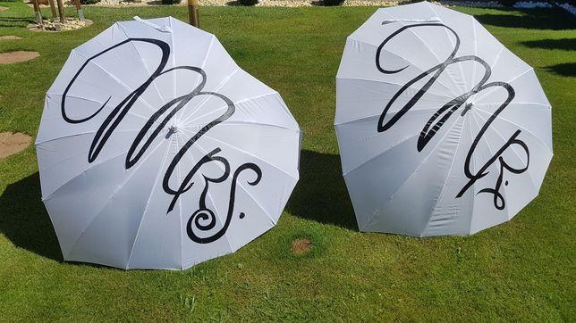 Parasolki ślubne w kształcie serca z napisami MR i MRS