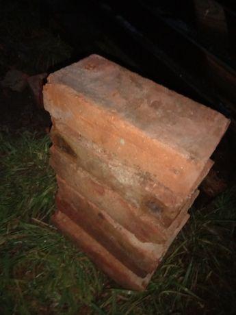 Stara cegła dobrze wypalona mocna do murowania grilla ściany