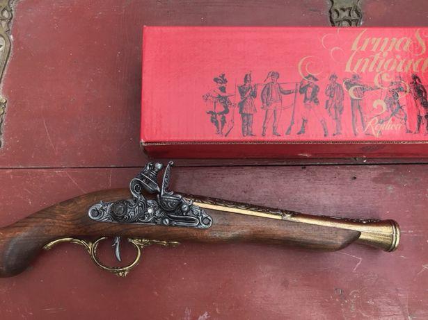 Réplica de pistola antiga