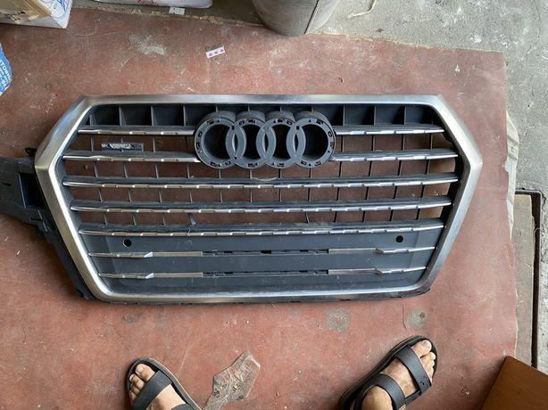 Решітка радіатора Audi Q7 QUATTRO 2014р по 2018р 4M0.853.037