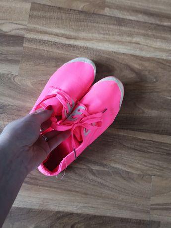 Buty różowe neon