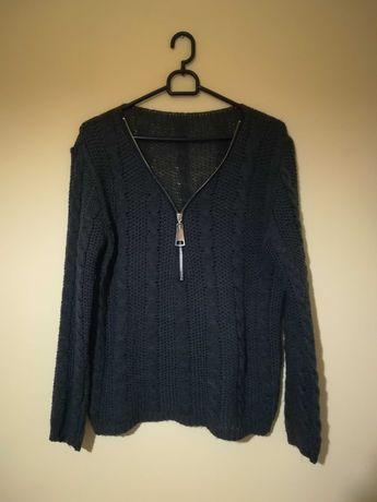 ciemnozielony sweter z zamkiem