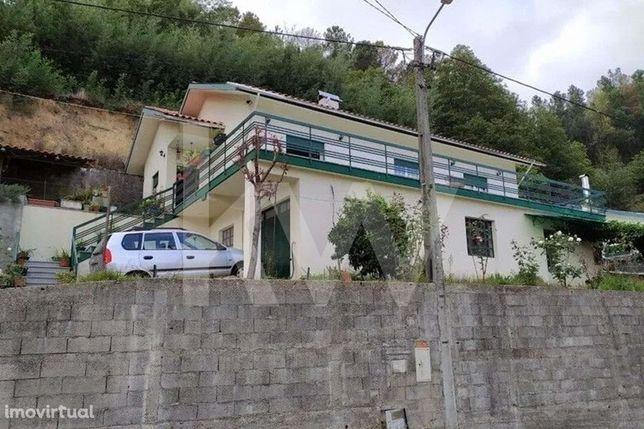 Moradia em Varzia freguesia de Arouca, para habitação própria