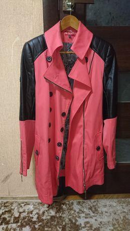 Пальто нарядне,ефектне,красиве