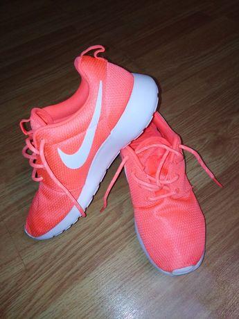 Кросівки Nike для дівчат