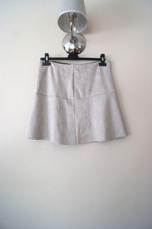 szara beżowa zamszowa krótka mini spódniczka z falbanką 38 M nowa ecru