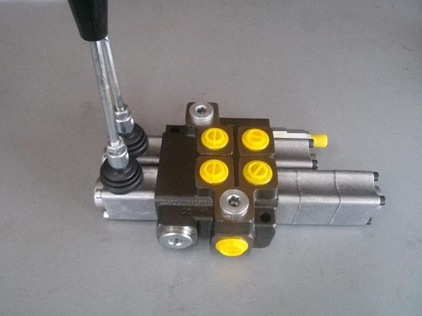 Rozdzielacz hydrauliczny dwusekcyjny z funkcją pływającą Waryński