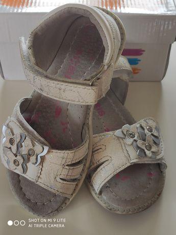 Sandałki białe r. 26