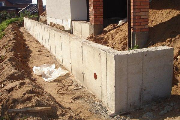 Бетонирование фундамента, подпорные стены,отмостка.Бетонирование двора