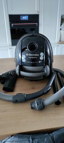 Mocny odkurzacz Electrolux Ergospace o mocy 1700W. Polecam!!!