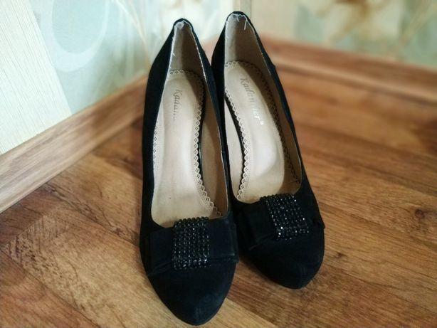 Продам черные замшевые туфельки