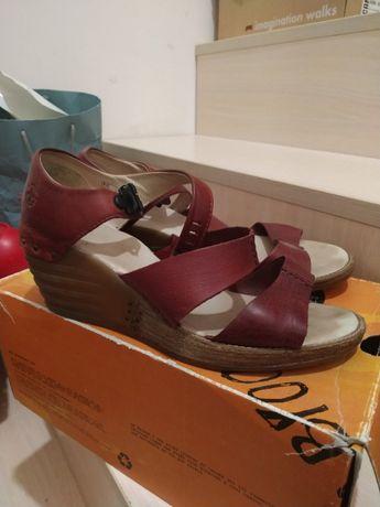 Dr Martens босоніжки та туфлі жіночі