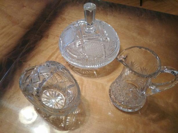 Kryształowy koszyczek, dzbanuszek i misa z pokrywą
