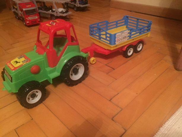 Traktor Rolniczy z kiprująca przyczepą