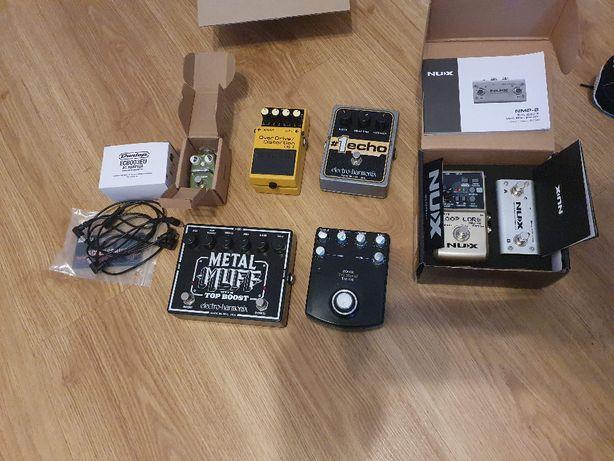 Vários pedais Electro-Harmonix, Zoom, Nux, Hotone, Dunlop, Boss