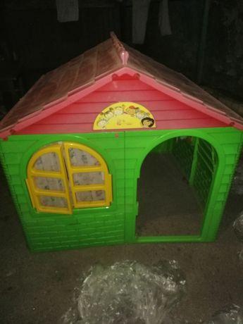 Продам детский домик с горкой