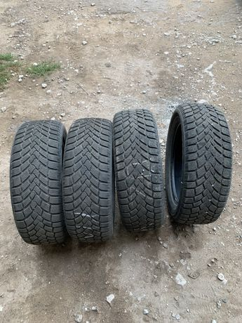 215/55 R17 Зимние шины без дефектов и изянов
