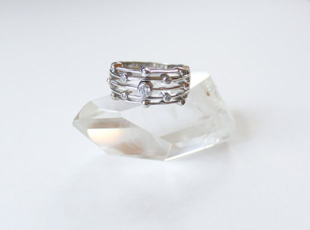 Srebrny pierścionek z cyrkoniami 925