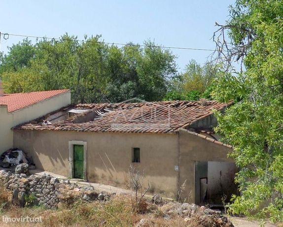 Casas antiga + Armazém c/terreno