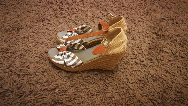 Sapatos de Salto Novos Seaside