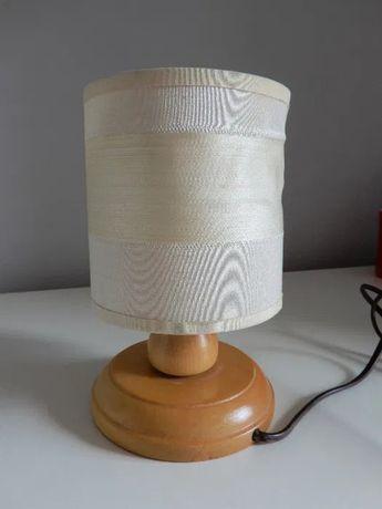 Lampka nocna na prąd z włącznikiem