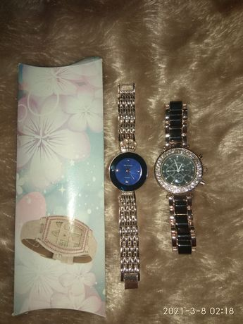 Часы женские. Цена за двое.