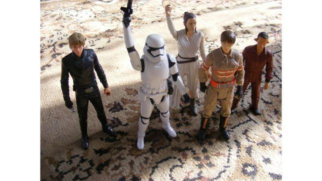 Sprzedam figurki Stars Wars marki Mattel 10 fstan figurek i dzwon
